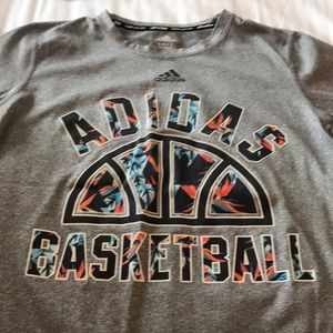 Boys Adidas Gray T Shirt Sz Small Basketball